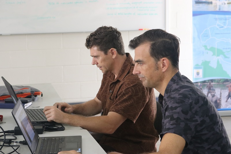 Mr Paul Anderson (Inform Project Manager) and Dr Piers Dustan (Team Leader with CSIRO Ocean and Atmosphere)