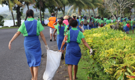Students at World Ocean Day clean-up